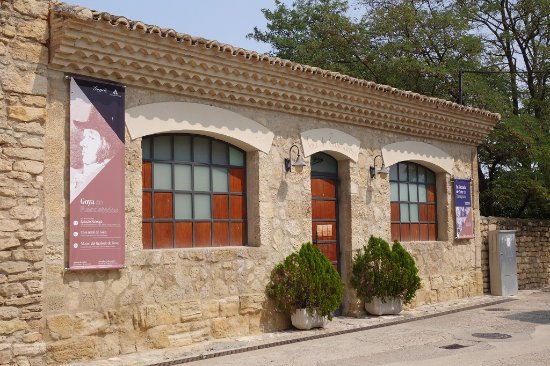 Fuendetodos, Spanien: Sala Zuloaga (modern temporary exhibition space and houses the toilets for the museum buildings)