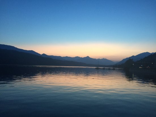 Millstatt, النمسا: Sun-down from the lake terrace