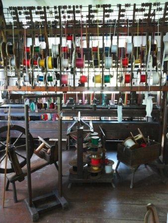 Lindlar, Niemcy: Auf diesem Webstuhl wurden Bänder gewebt
