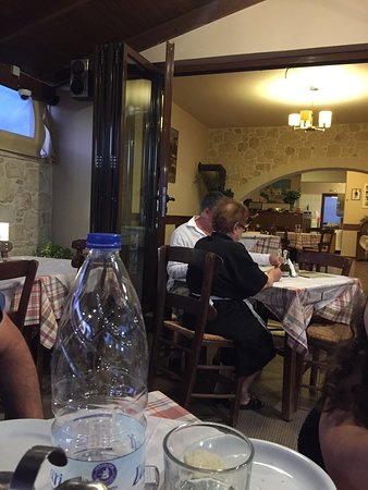 Chorafakia, กรีซ: We had a wonderful dinner  In this home cooking taverna
