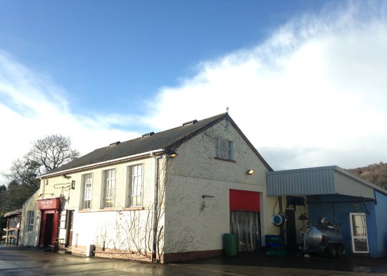Macroom, Ireland: The dairy itself runs from Monday to Friday, and our pizzeria/shop take over at the weekend!