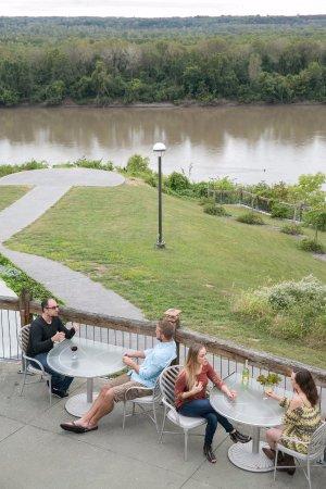 Rocheport, Missouri: Enjoying blufftop views