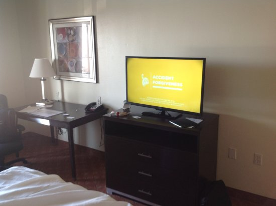Best Western Plus Rockwall Inn & Suites: TV, Desk