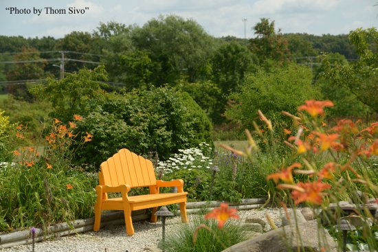 Seating In Our Butterfly Garden Picture Of Sarah 39 S Vineyard Cuyahoga Falls Tripadvisor