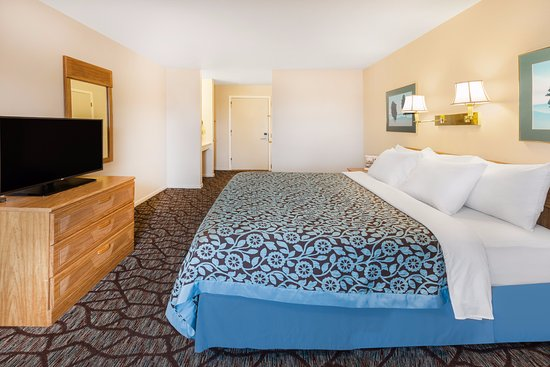 Days Inn Manistee: One King Bed Room