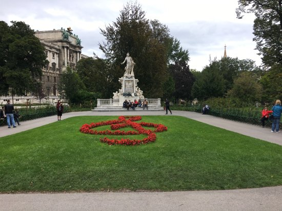 Mozart Statue: photo0.jpg
