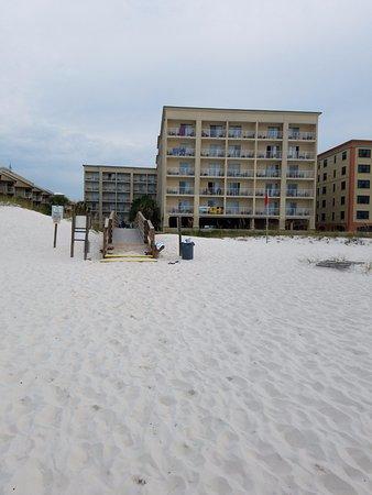 Hilton Garden Inn Orange Beach: looking back at the hotel from the beach