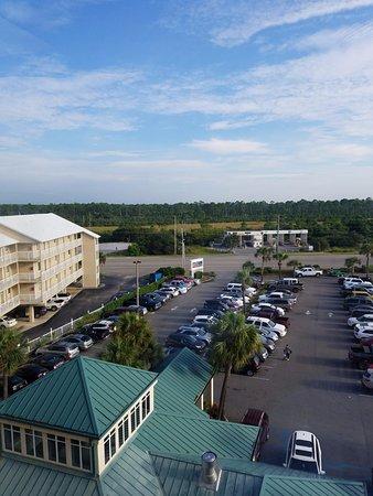 Hilton Garden Inn Orange Beach: view of parking lot from the top floor