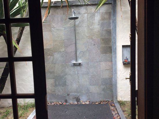 Lakaz Chamarel Exclusive Lodge: Outside shower in all lodges