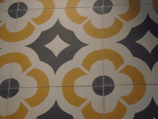 LaFavia 4 rooms: beautiful bathroom tiles