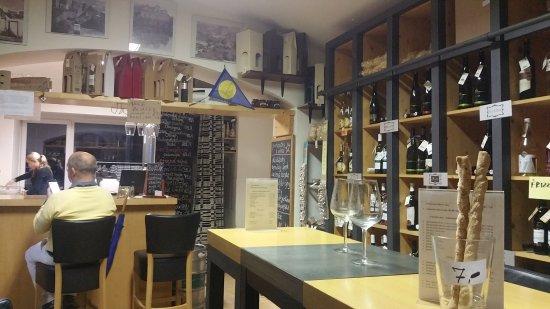 Hotel U Divadla: Bar à faire à côté de l'hôtel.