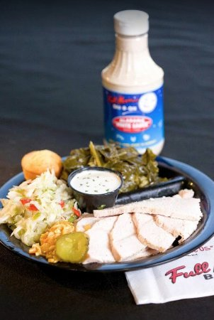 Dothan, Алабама: Hickory smoked turkey plate with tangy coleslaw and collard greens.