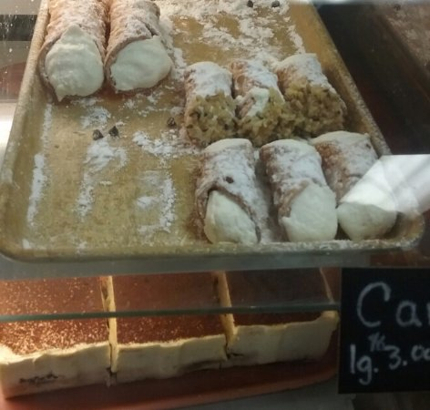 Lewiston, ME: Canolli