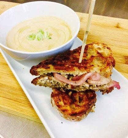 Boucherville, Canadá: Sandwich Porcetta et Crème de Choux-Fleur