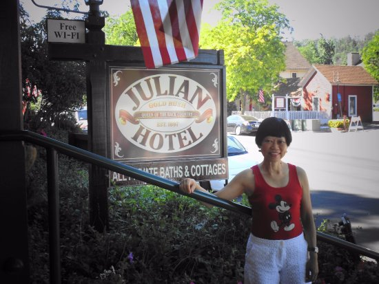 Julian Gold Rush Hotel: A historical B & B hotel located on the Main St.