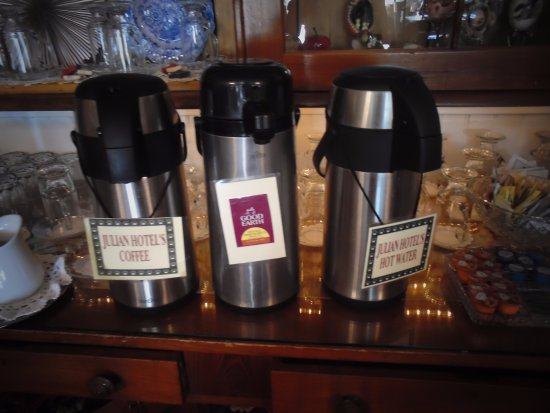 Julian Gold Rush Hotel: Julian Hotel's coffee & decaf coffee served daily for breakfast & afternoon tea.