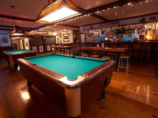 Clear River Tavern : Bar area with Pool Tables