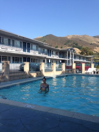 Travelodge San Luis Obispo: Clean pool with beautiful views