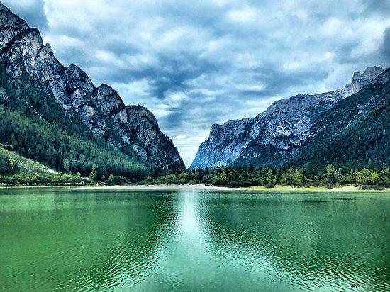 Lago di dobbiaco foto di lago di dobbiaco dobbiaco for Immagini di laghetti