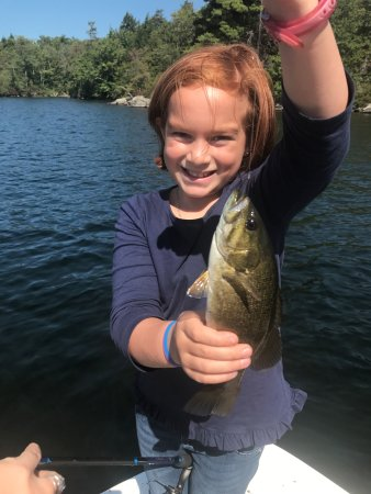 Holderness, Nueva Hampshire: My daughter was an extremely happy camper as we landed in a spot where the fish didn't stop biti