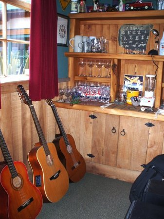 Ohakune, New Zealand: Do you play guitar? It is waiting for you!
