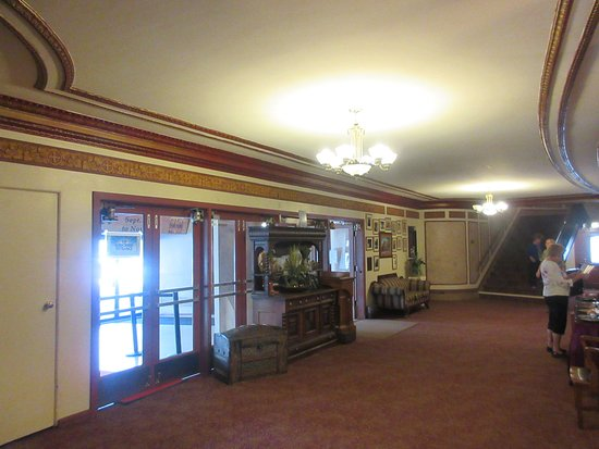 Rock Island, IL: Lobby Area