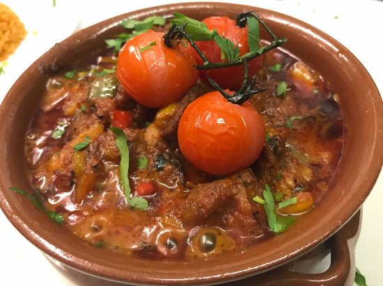 Anatolia Restaurant: Slow cooked lamb casserole presented in a clay pot.
