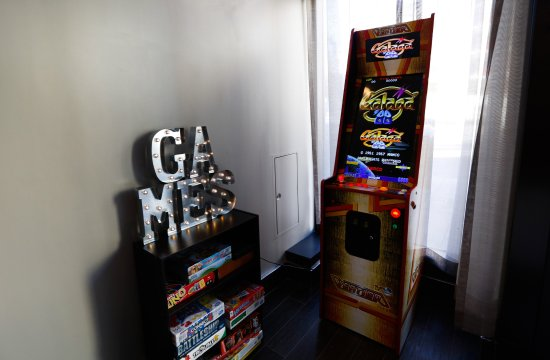 Hotel EPIK: 200 Game Arcade & Classic Board Games