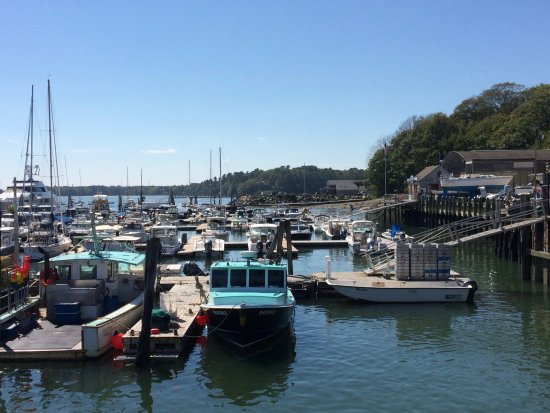 South Freeport, ME: Harbor view, a few steps from the restaurant