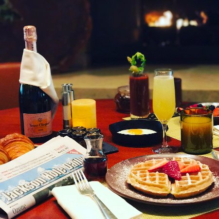 Daily Breakfast server from 7am to 11am