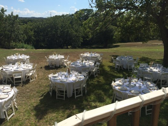 Haven River Inn: Preparing for a wedding reception.