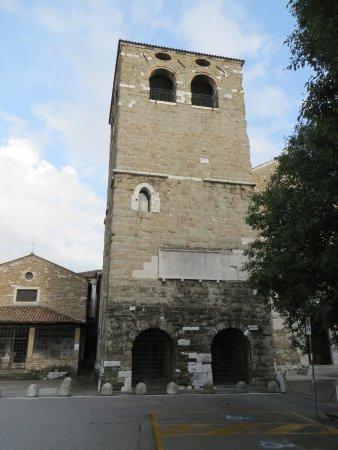 Propilei e Basilica