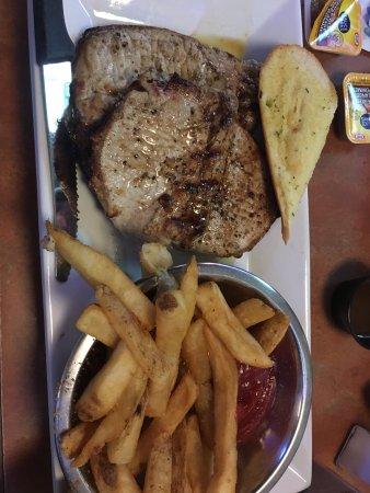 Saint Thomas, Kanada: Chops.  Delicious