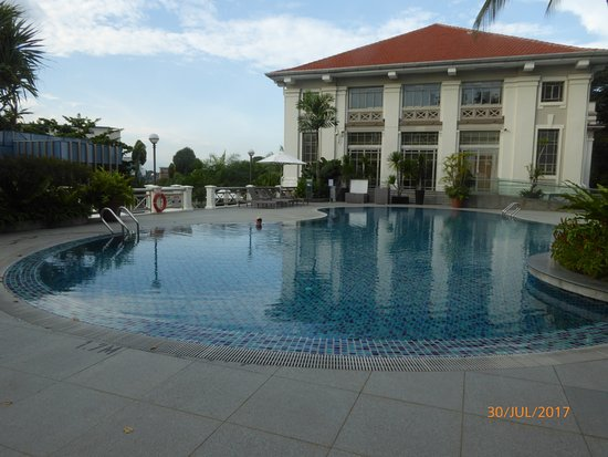 Hotel Fort Canning: A lovely warm pool to spend an afternoon in