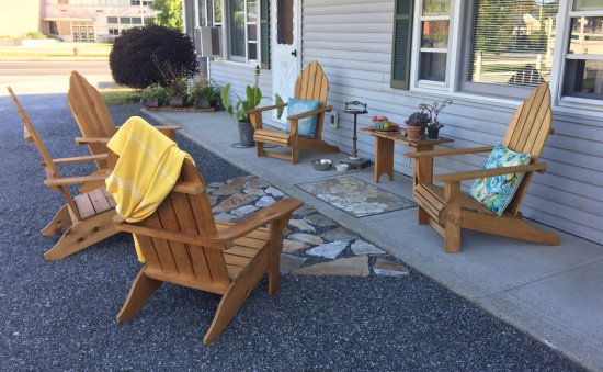 Elizabethtown, NY: Enjoy the outdoors as an extension of your room