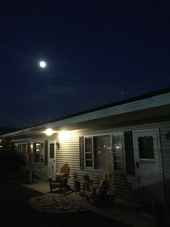 Elizabethtown, NY: Moon lit sky