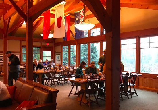 Camp Denali: Dining room in main lodge building