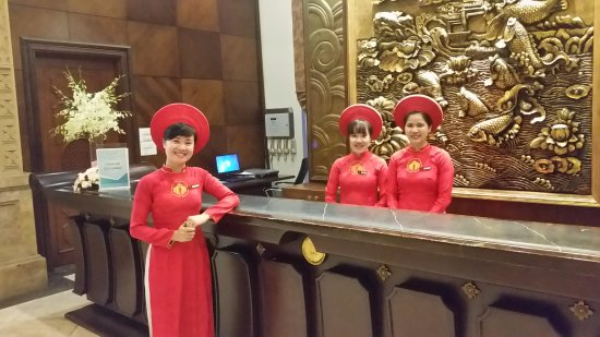 Imperial Hotel: Some of the lovely girls at reception