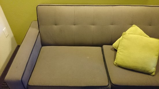 Comfort Suites Miami Airport North: Old, dirty furniture