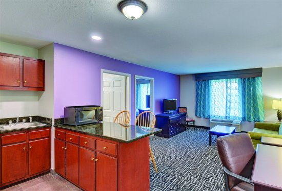 Cookeville, TN: Suite