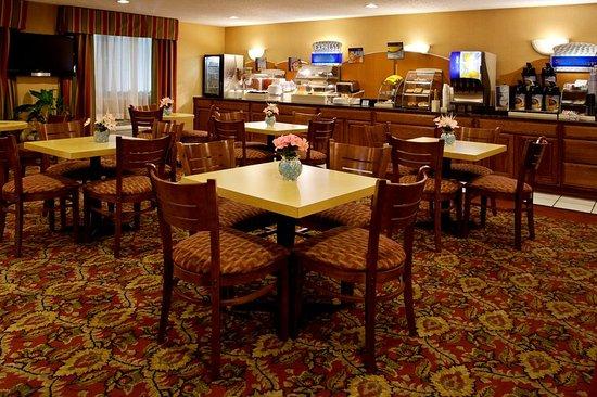 Mount Vernon, OH: Breakfast Bar