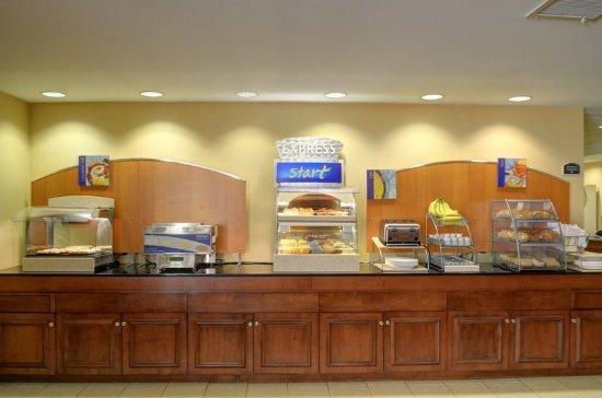 Lawrence, MA: Breakfast Bar
