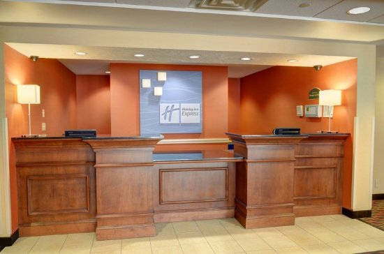 Lawrence, MA: Front Desk