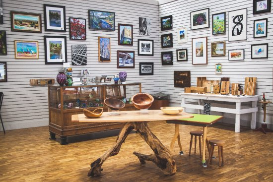 Burlington, IA: Artwork by local artists for sale in our Artists Market.