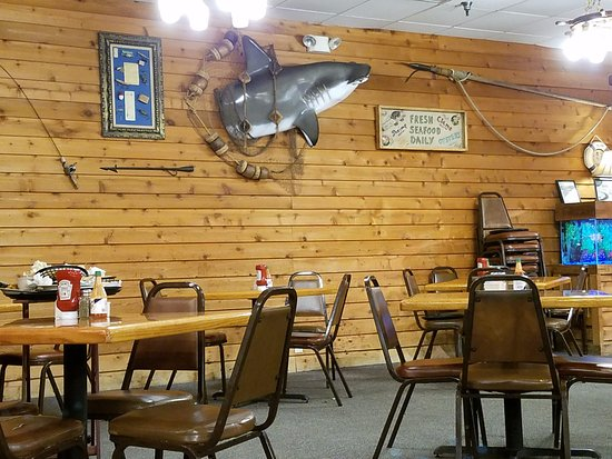 Sam's Crystal River Seafood: Interior