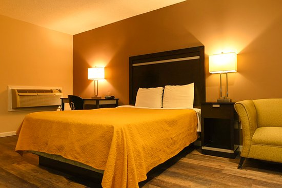 Capital Inn & Suites: Beautiful queen size bedroom!