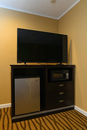 Rensselaer, Нью-Йорк: Flat screen TV's in all of our rooms!