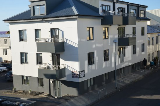 Reykjavik4you Apartments Hotel: Family Apt View of other Rey4U Building and Parking Across Street