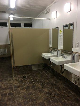 Janes Island State Park: Nice clean bathroom