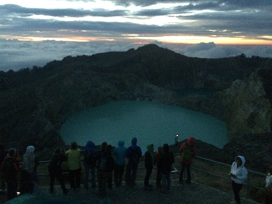 Mount Kelimutu: Sunrising over the clouds